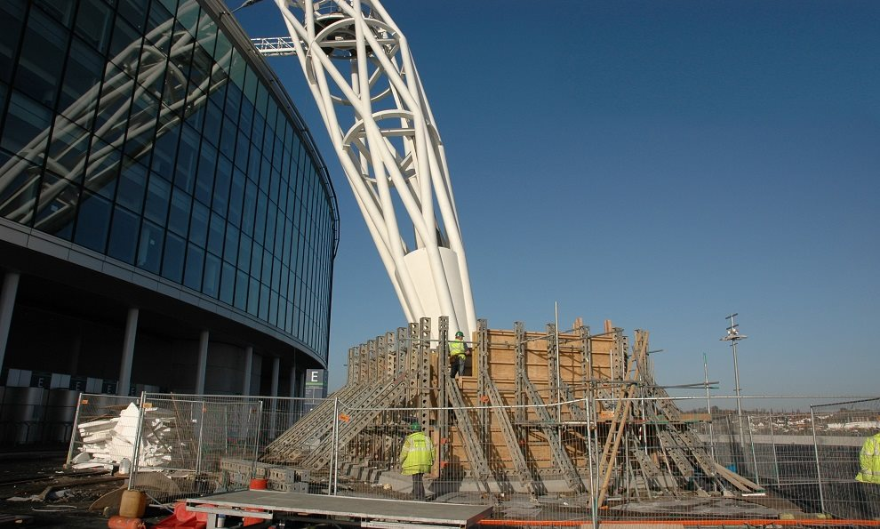 Formwork and Falswork work to create a concrete slab for the Wembley Arch